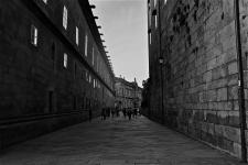Uma das ruas que dá acesso à praça principal